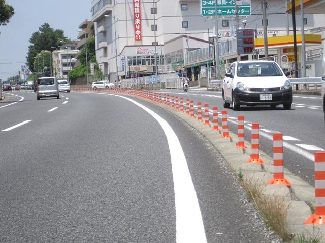 神奈川県横浜市 車線分離